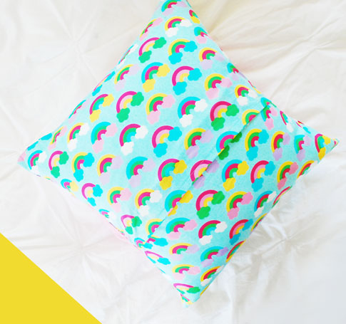 the bow pillow tutorial / ann kelle